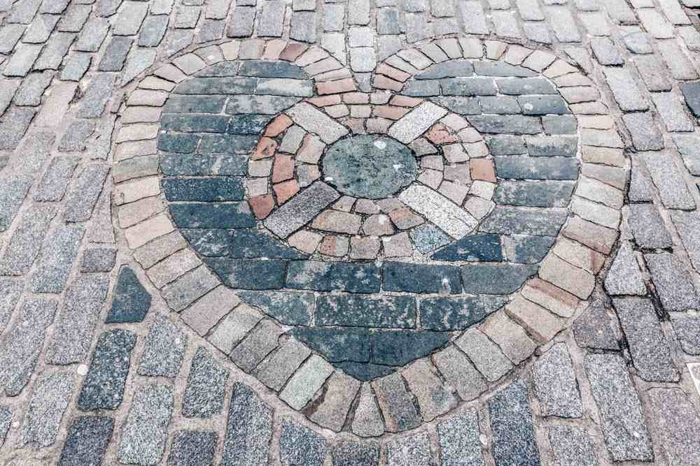Free self-guided Edinburgh walking tour: View of the Heart of Midlothian mosaic on the Royal Mile.