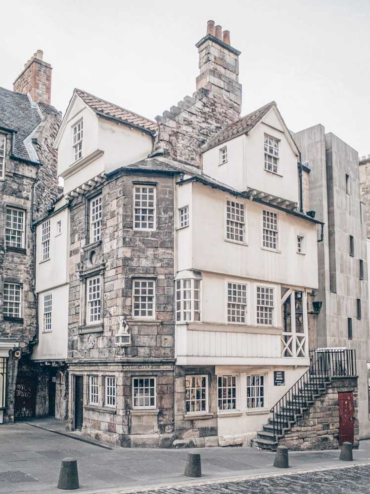 Free Self-guided Edinburgh walking tour: The John Knox House with its distinctive external staircase, clustered high chimneys and timber projections is one of the best things to see in Edinburgh.