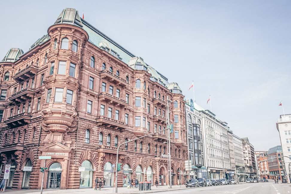 Shopping in Hamburg: View of classical buildings on the elegant Jungfernstieg promenade, one of the top things to see in Hamburg. C: Anamaria Mejia/shutterstock.com
