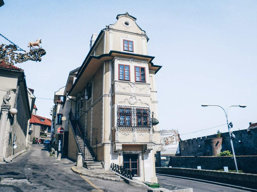 Best things to see in Bratislava: View of the wonderful Rococo-style House at the Good Shepherd, one of the highlights when sightseeing in Bratislava. PC: - Mister No [CC BY 3.0 (https://creativecommons.org/licenses/by/3.0)], via Wikimedia Commons.