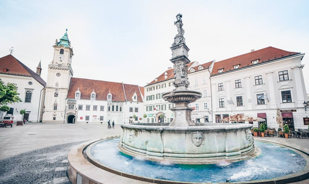 Free Bratislava Walking Tour: View of the beautiful Maximilian Fountain and the Old Town Hall in the main square of the Bratislava Old Town. PC: In Green/shutterstock.com