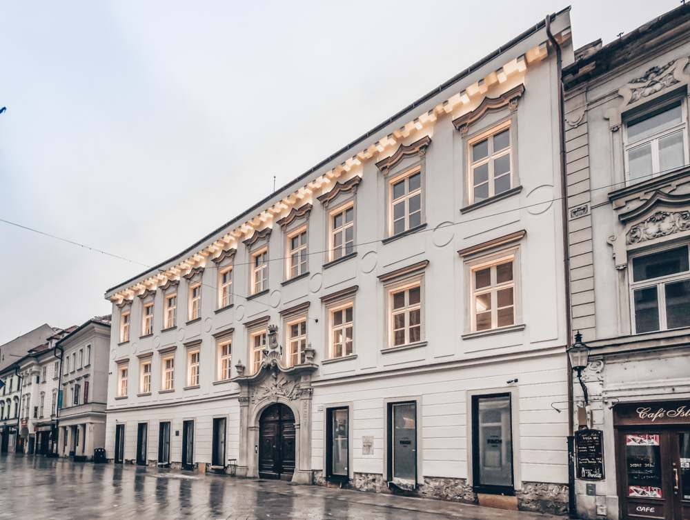 Bratislava Palaces: The Baroque-style Pálffy Palace is one of the best places to see on a Bratislava city tour. PC: Matti Blume [CC BY-SA 4.0 (https://creativecommons.org/licenses/by-sa/4.0)], via Wikimedia Commons.