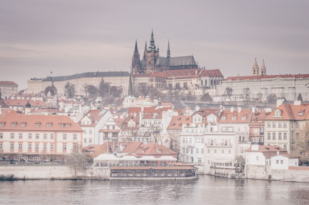 What to do in Prague: View of the immense Prague Castle, the largest ancient castle in the world with an area of 70,000 square meters.
