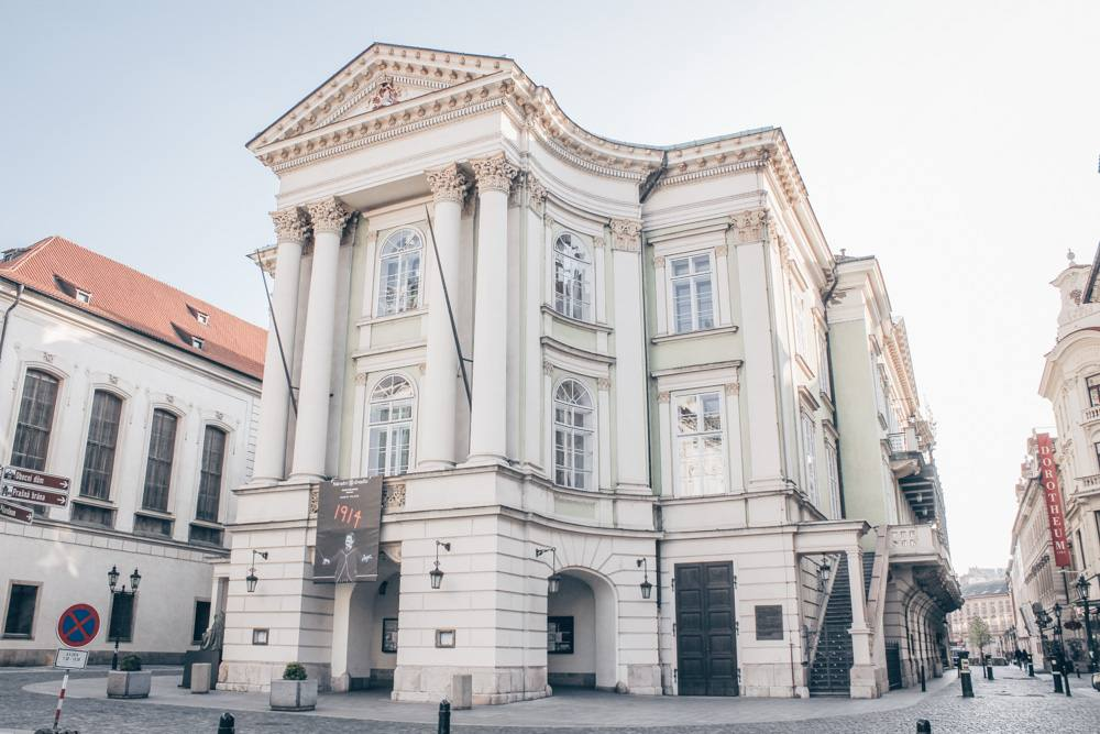 Prague sightseeing city tour: View of the lime-green colored Neo-Renaissance style Estates Theater in the Prague Old Town. PC: Øyvind Holmstad [CC BY-SA 3.0 (https://creativecommons.org/licenses/by-sa/3.0)], via Wikimedia Commons.