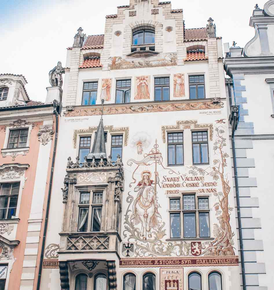 Old Town Prague architecture: View of the beautifully painted facade of the Neo-Renaissance and Neo-Gothic Storch House on the south side of the Old Town Square. PC: Øyvind Holmstad [CC BY-SA 3.0 (https://creativecommons.org/licenses/by-sa/3.0)], via Wikimedia Commons.
