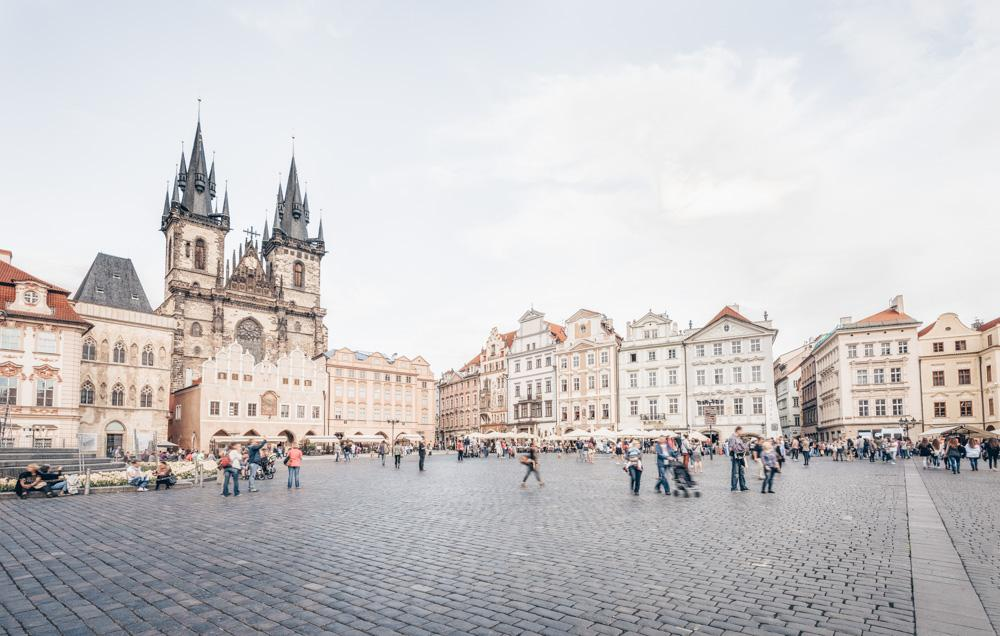 Free Prague sightseeing city tour: Panoramic view of the Old Town Square of Prague.