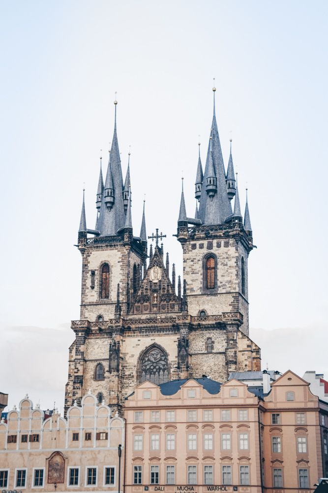 Must-see sights in Prague: View of the magnificent Gothic Tyn Church and its immense antennae-like towers. It is one of the highlights of a Prague city tour.