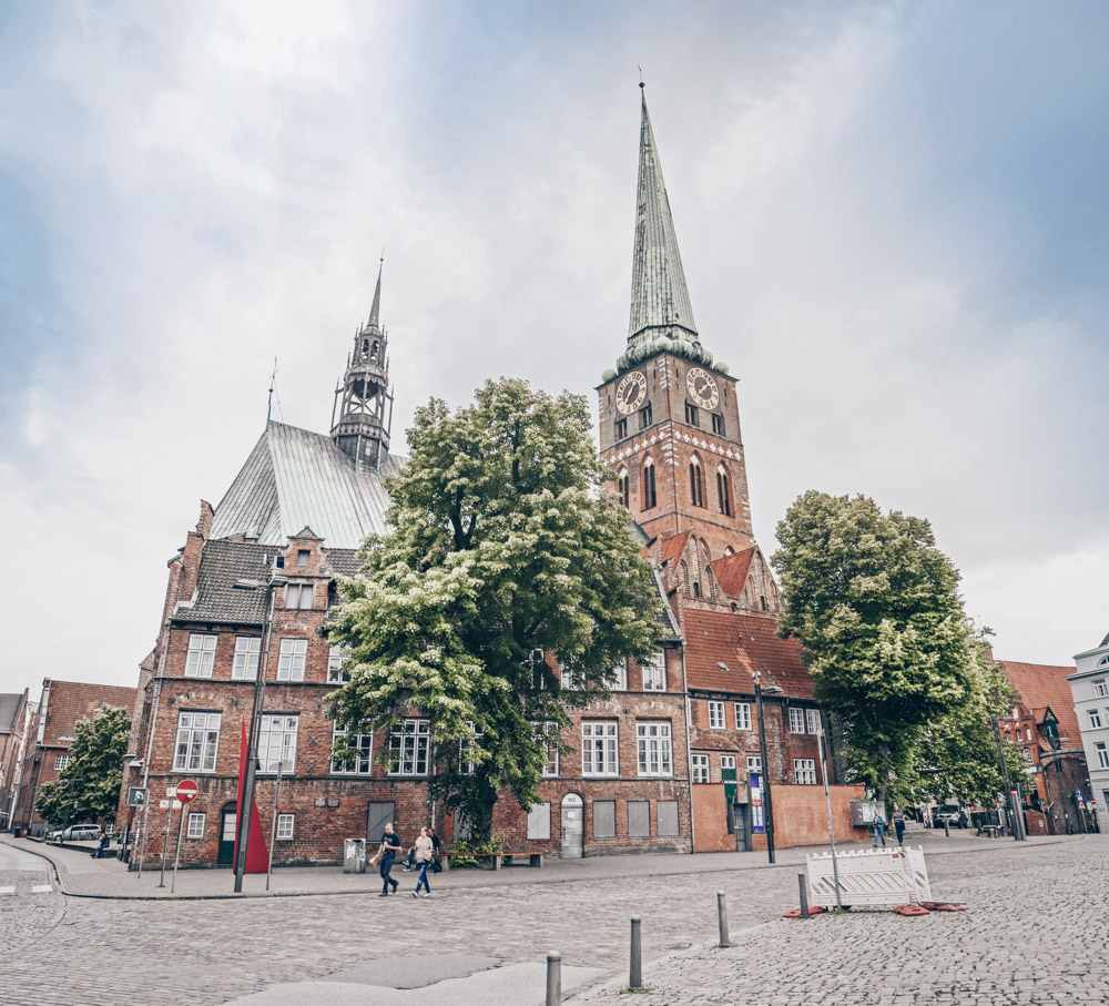 What to do in Lübeck - The marvelous Gothic style triple-naved St. James' Church (Jakobikirche). PC: Soluvo [CC BY-SA 4.0 (https://creativecommons.org/licenses/by-sa/4.0)], via Wikimedia Commons