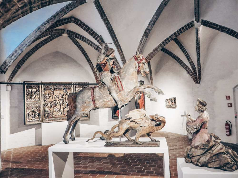 Things to do in Lübeck - Statue of St. George slaying the dragon inside the Museum Quarter St. Annen. PC: Bärwinkel,Klaus [CC BY 3.0 (https://creativecommons.org/licenses/by/3.0)], via Wikimedia Commons.