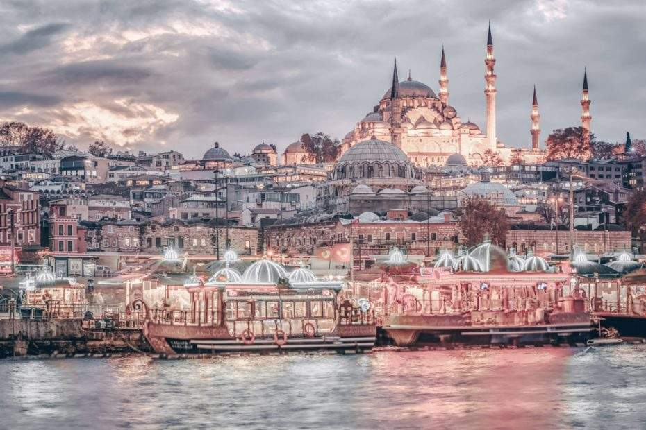 What to see in Istanbul - Colorful boats at Eminönü with the Süleymaniye Mosque in the background.