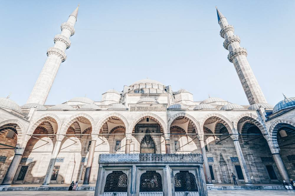 Things to see in Istanbul - The courtyard, cascading domes and minarets of Süleymaniye Mosque.
