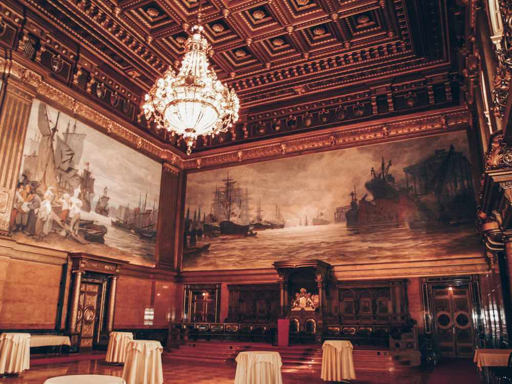Weekend in Hamburg - The 'Great Banquet Hall' inside the Hamburg City Hall. PC: