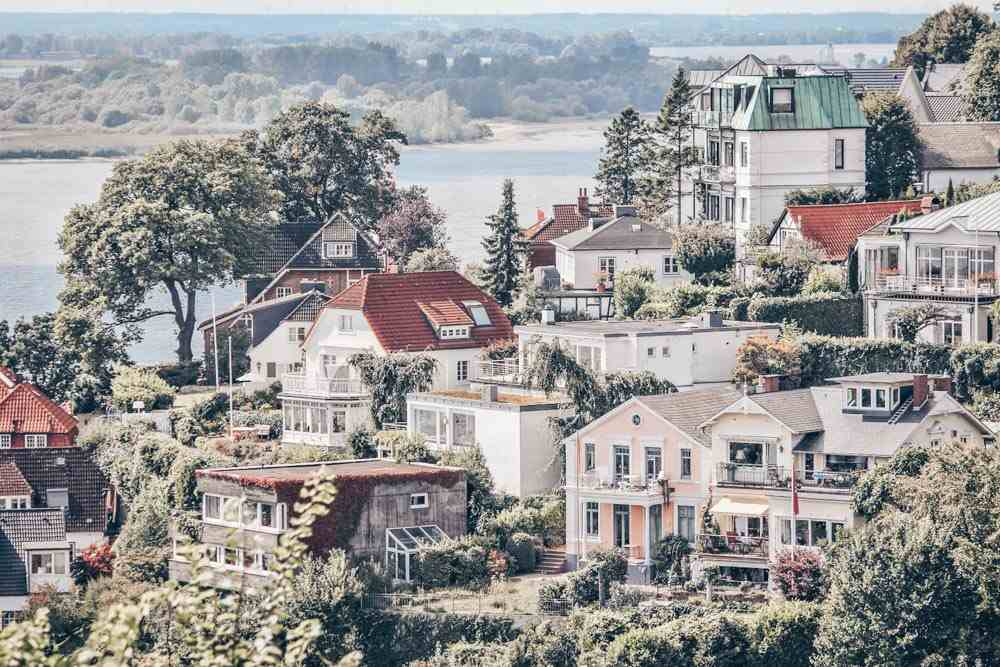 What to do in Hamburg - Whitewashed villas in the Blankenese neighborhood with the Elbe river in background