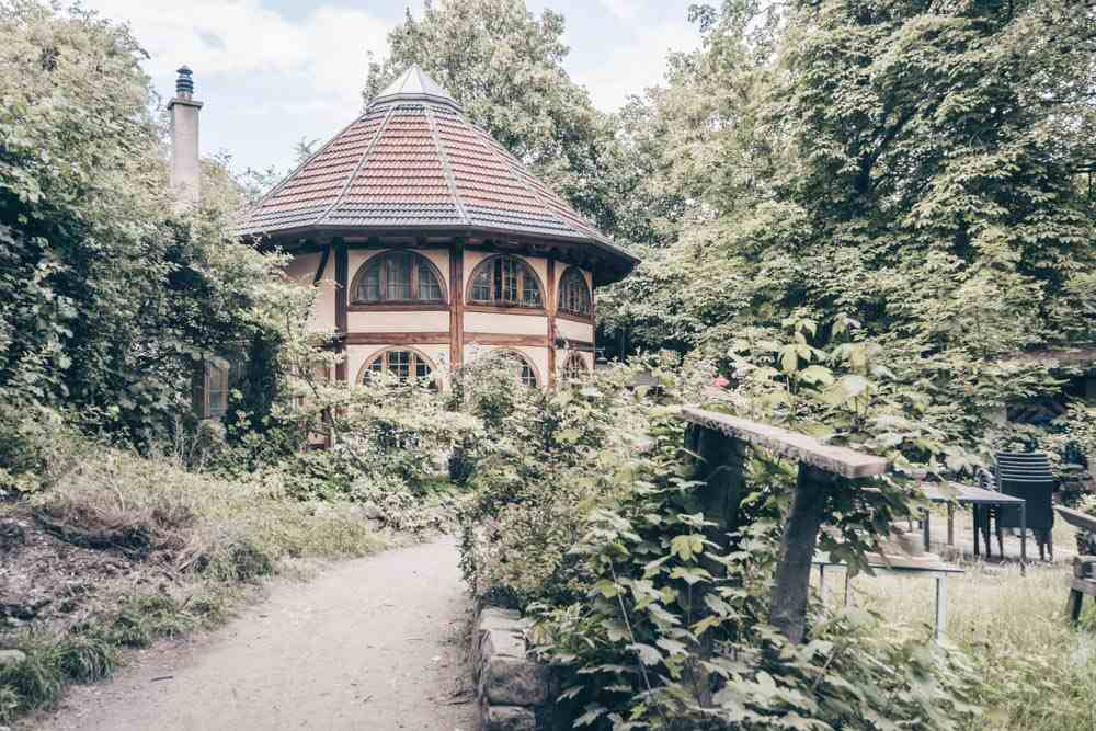 Things to see in Copenhagen: A picturesque house on a quiet path in Christiania