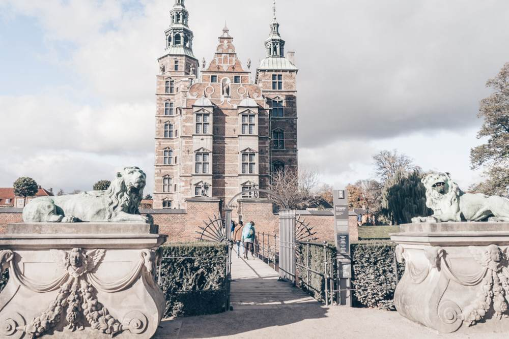 Weekend in Copenhagen: Pair of stone lions guarding the entrance of Rosenborg Castle