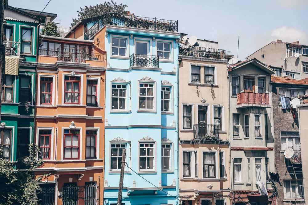 Free things to do in Istanbul: Colorful old buildings in Balat at the corner of Kiremit Caddesi and Usturumca Sokak