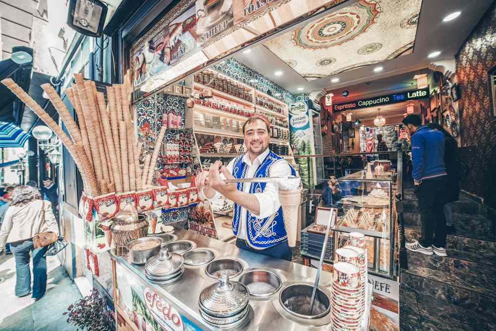 3 Days in Istanbul: Ice cream vendor showing Turkish ice cream (Dondurma). PC: Lepneva Irina/shutterstock.com