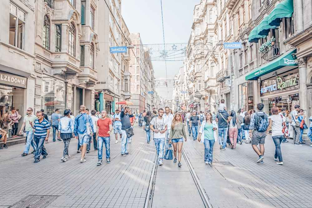 Istanbul points of interest: People walking on the famous Istiklal Street. PC: OPIS Zagreb/shutterstock.com