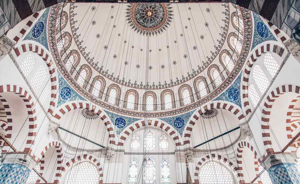 72 Hours in Istanbul: The dazzling interior of the Rustem Pasha Mosque with beautifully decorated Iznik tiles. PC: EvrenKalinbacak/shutterstock.com