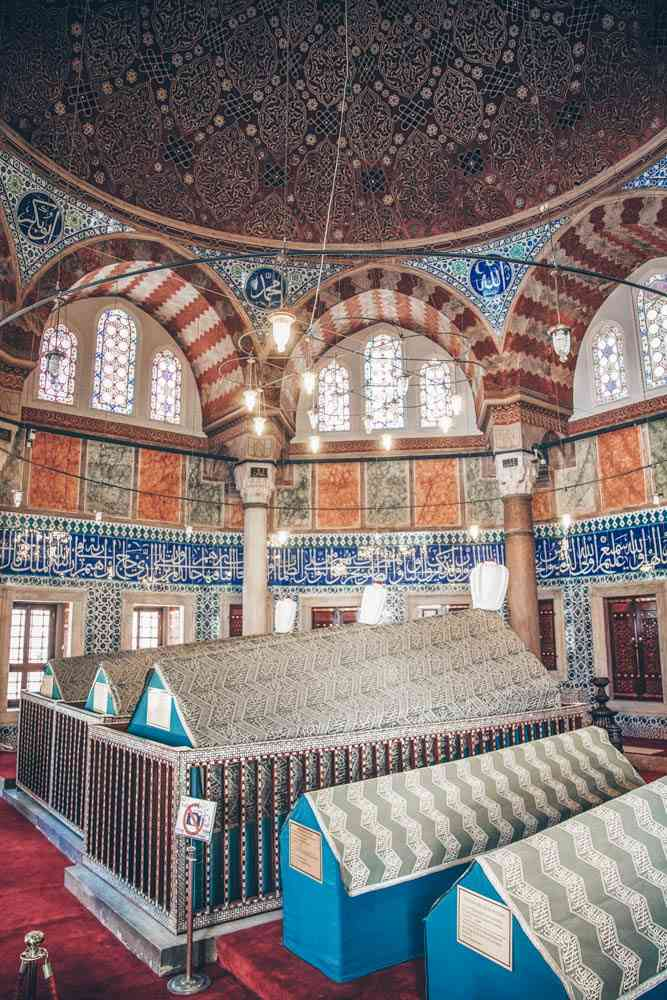Suleymaniye Mosque: Burial tombs of Suleyman the magnificent and his family. PC: Lepneva Irina/shutterstock.com