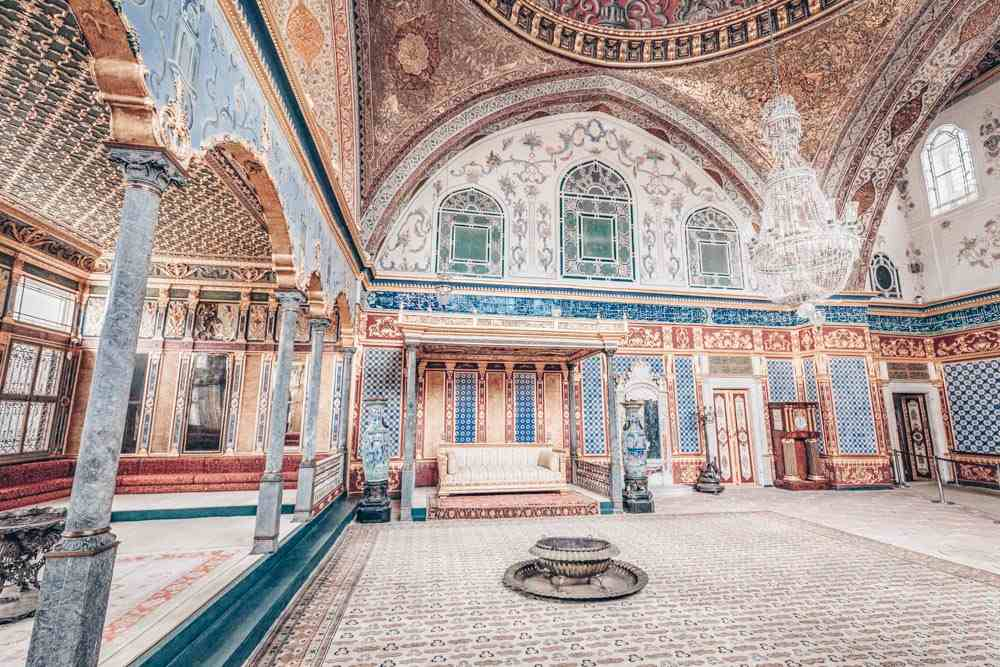 Topkapi Palace Harem: Opulent decoration inside the exquisite Imperial Hall. PC: Ruslan Kalnitsky/shutterstock.com