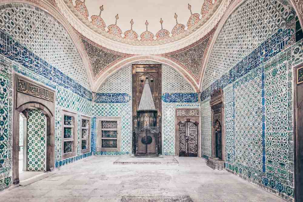 Topkapi Palace Harem: A reception room with a large fireplace and gorgeous Iznik tiles. PC: saiko3p/shutterstock.com