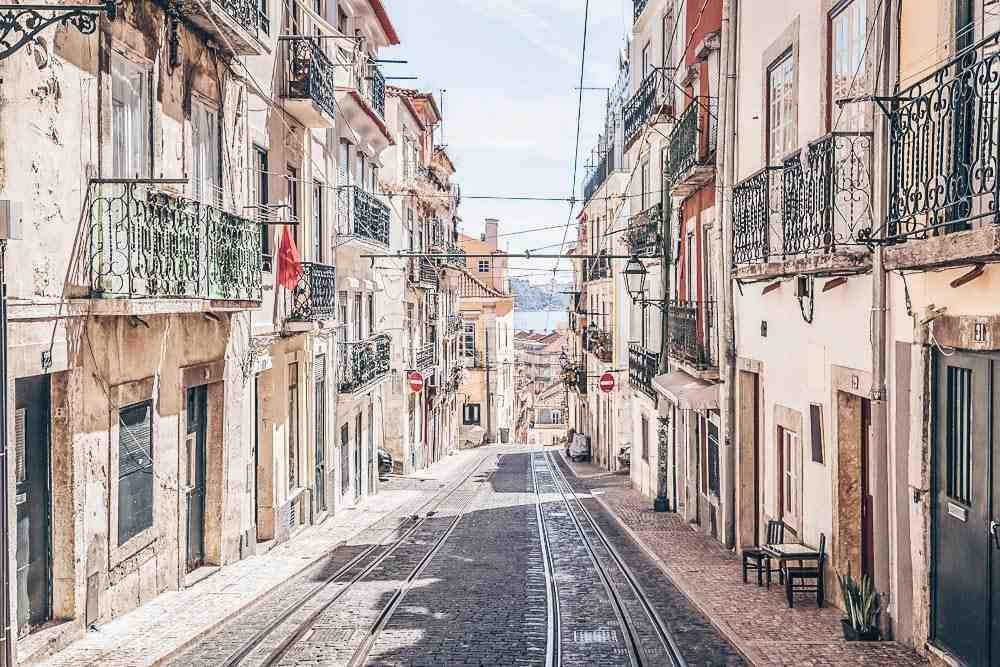 Weekend in Lisbon: Narrow street with old buildings in the Alfama district