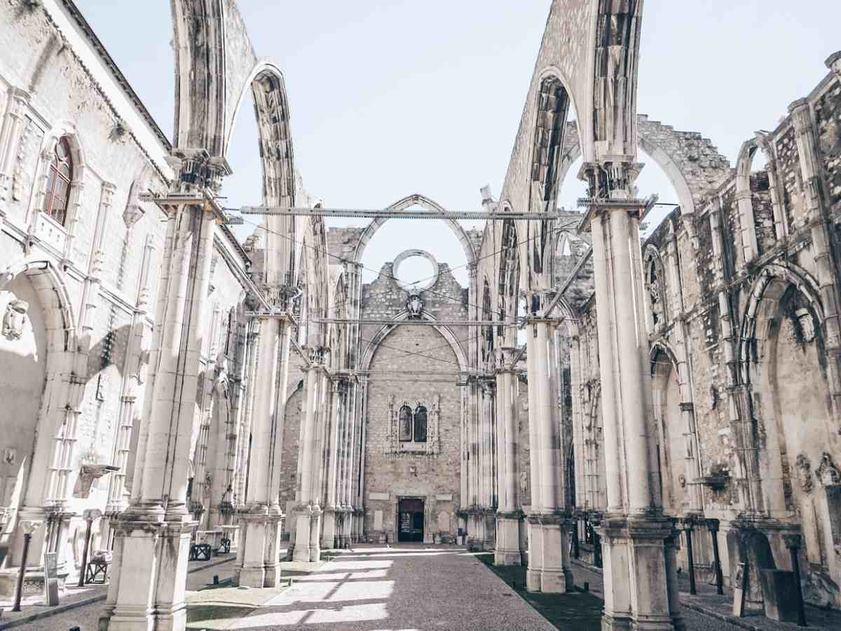Weekend in Lisbon: The semi-ruined naves, transept, and chapels of the Carmo Convent