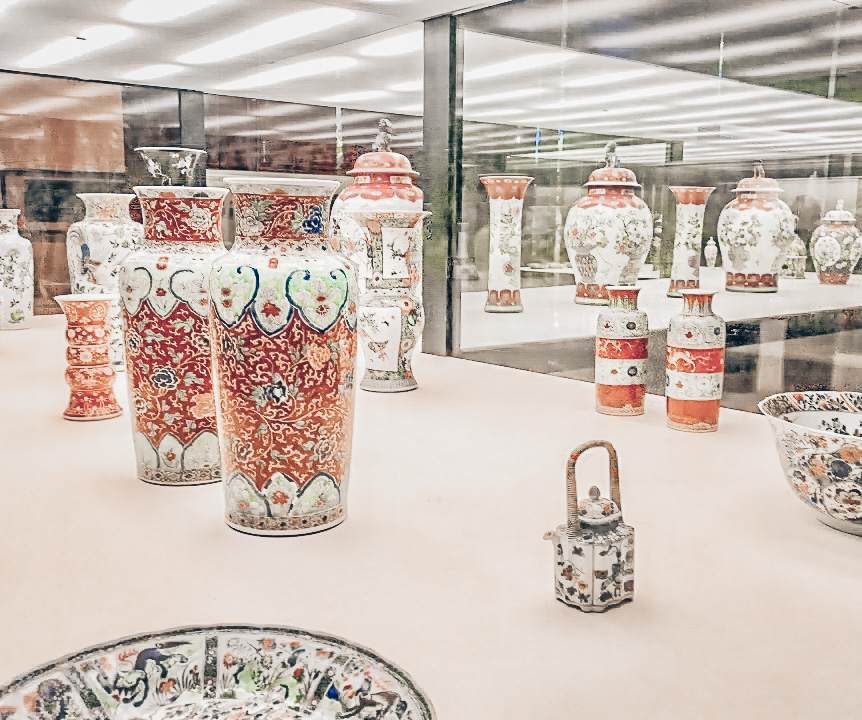 3 Days in Lisbon: Beautifully decorated porcelain at the Calouste Gulbenkian Museum.