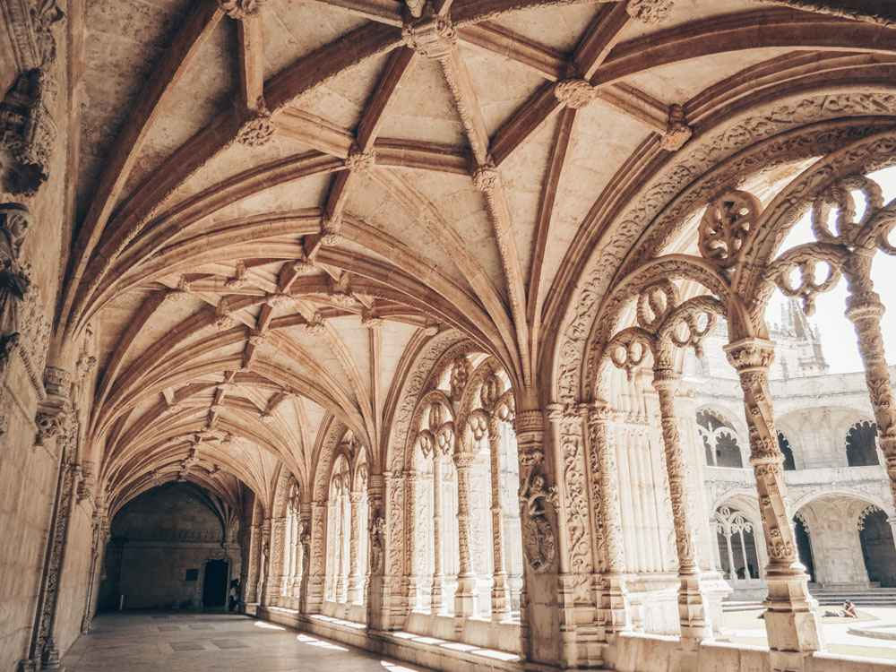 Three Days in Lisbon: The intricately carved Manueline cloister of the Jeronimos Monastery. PC: Edna Winti [CC BY 2.0 (https://creativecommons.org/licenses/by/2.0)], via Wikimedia Commons.