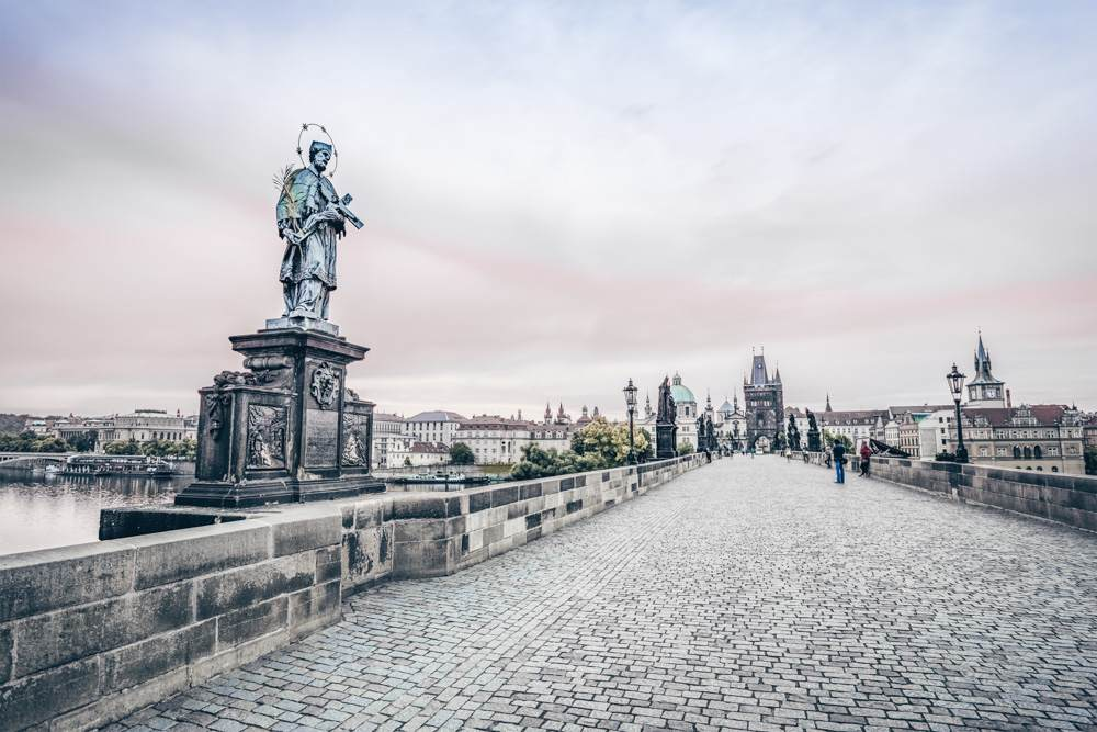 Things to see in Prague: The famous Charles Bridge at sunrise