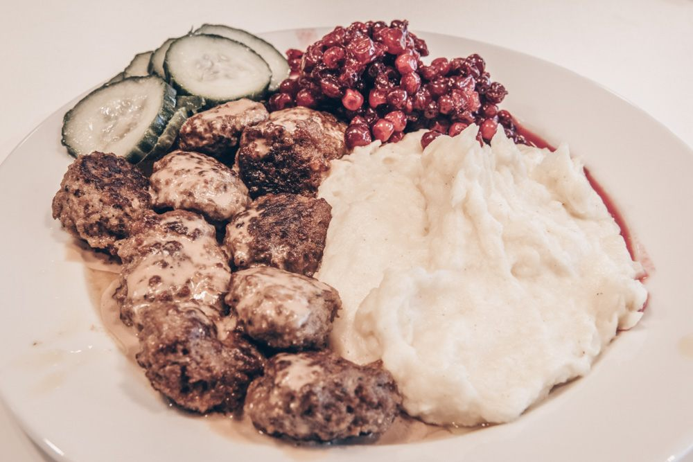 Swedish cuisine: Meatballs with mash, gravy and lingonberry jam