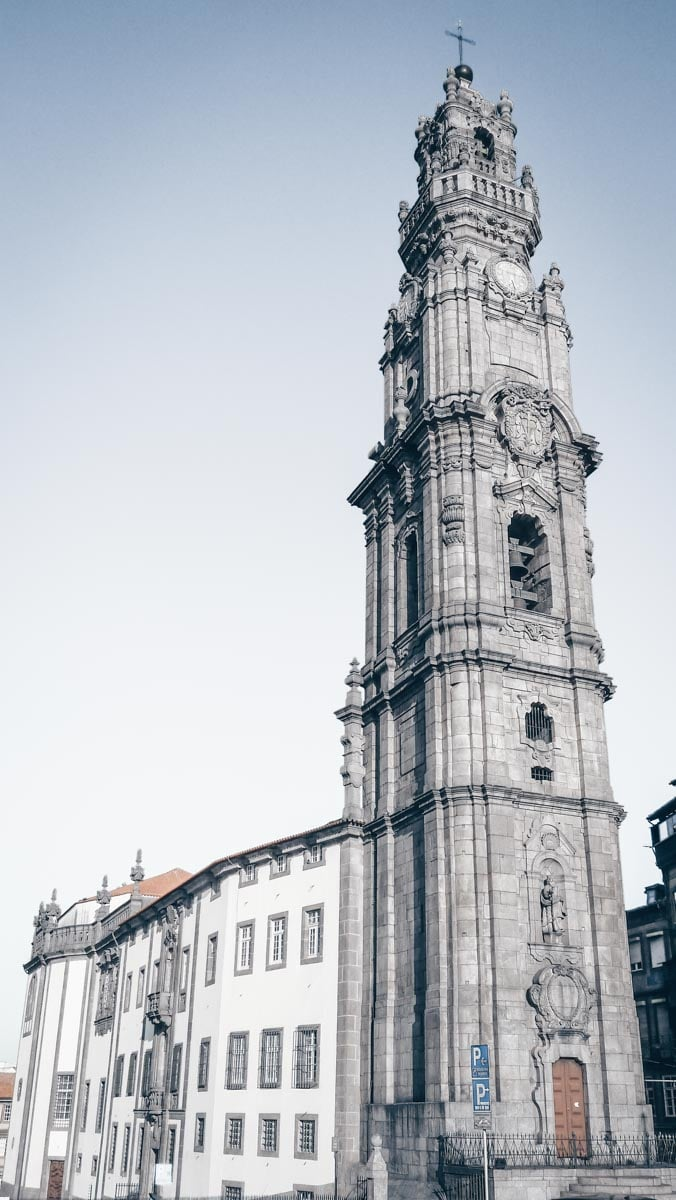 Porto viewpoints: Climbing the Clérigos Tower is one of the best things to do. PC: Edgar Jiménez from Porto, Portugal [CC BY-SA 2.0 (https://creativecommons.org/licenses/by-sa/2.0)], via Wikimedia Commons
