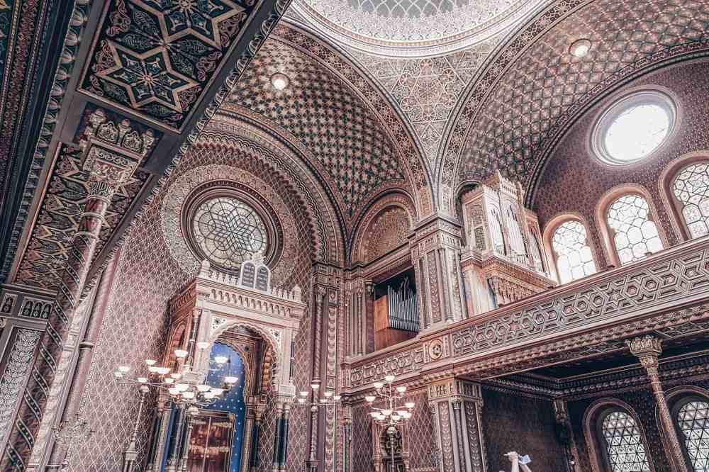 Prague Spanish Synagogue: swirling arabesques and geometric patterns and carved decorations of the interior. PC: maziarz/shutterstock.com