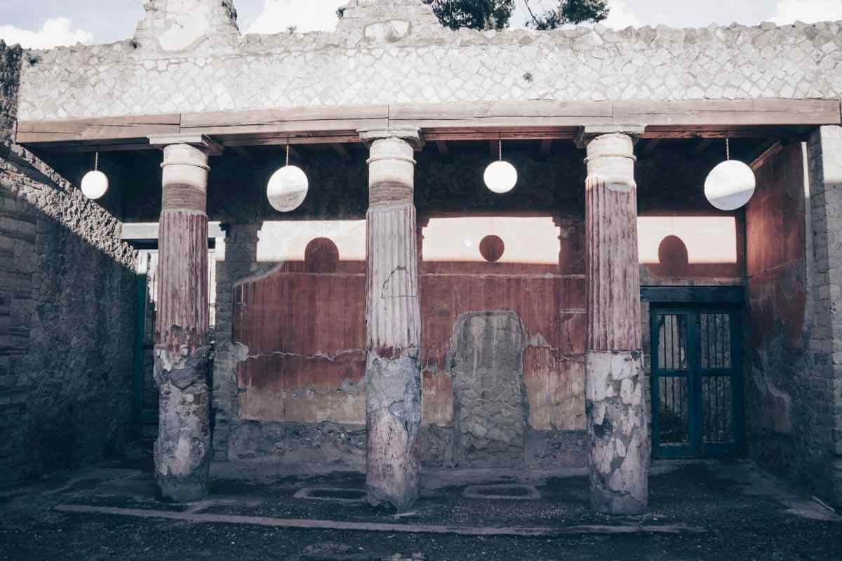 Visit Herculaneum: The colonnaded House of the Relief of Telephus