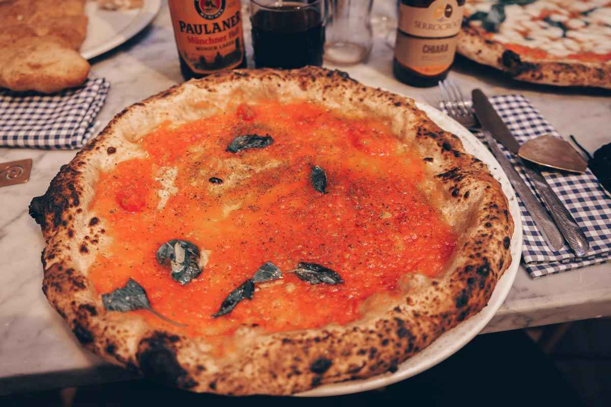 Best Pizzeria in Naples: The deliciously aromatic Pizza Marinara at Concettina ai Tre Santi