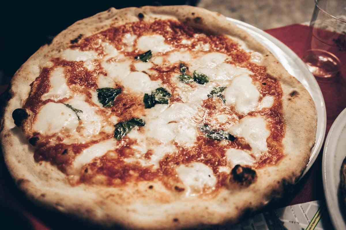 Best Pizza in Naples: Delicious Pizza Margherita at Pizzeria Di Matteo.