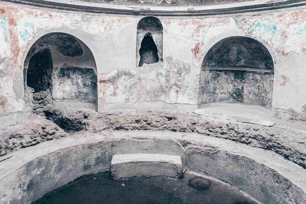 Pompeii: Fancifully decorated stuccoes and wall paintings of the Stabian baths, the largest bath complex
