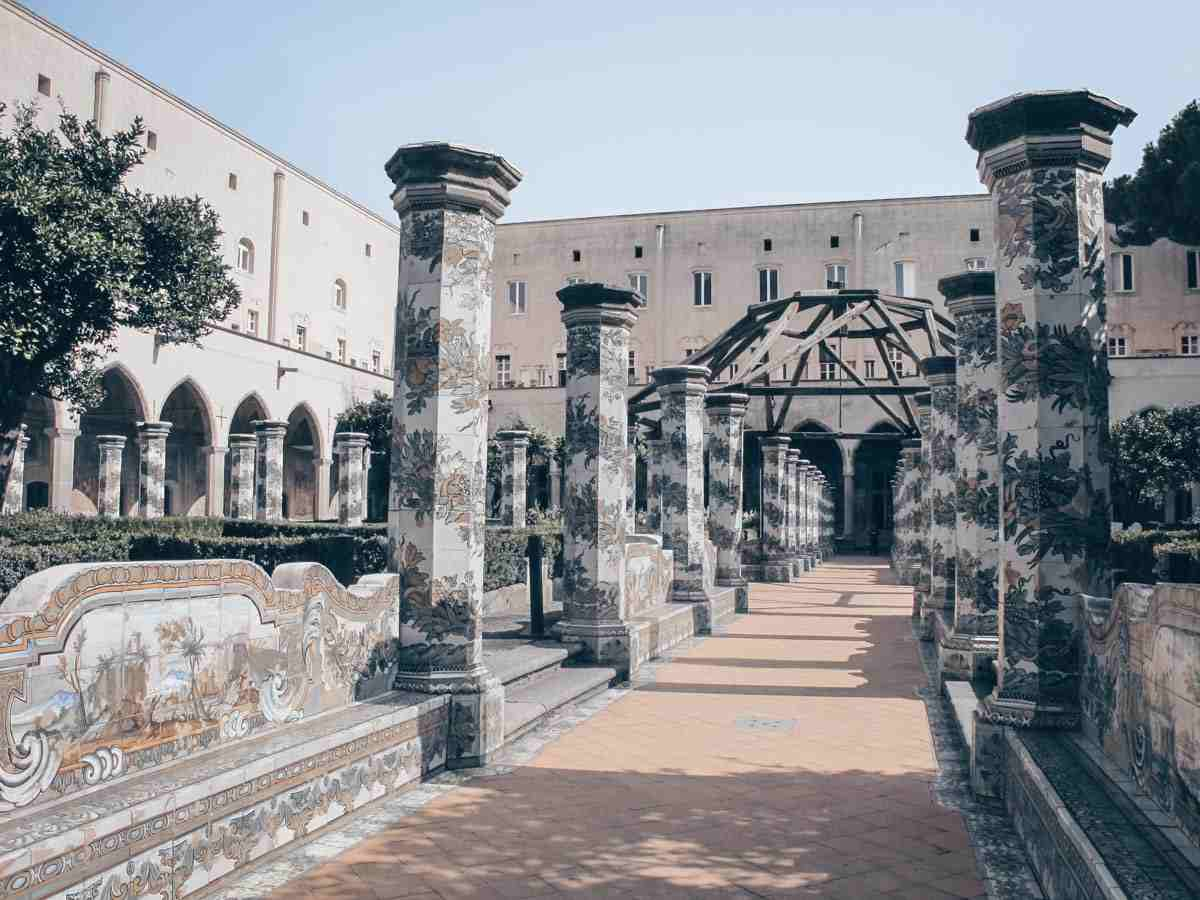 Naples Santa Chiara: Octagonal pillars and walls decorated with with colorful majolica tiles.