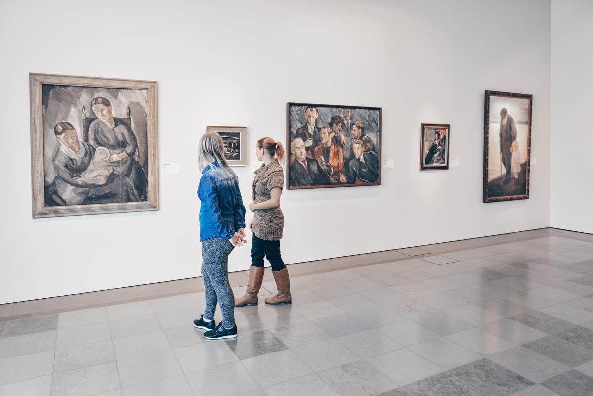 Must-see Helsinki: People admiring the artworks at the Ateneum Art Museum. PC: Popova Valeriya/shutterstock.com
