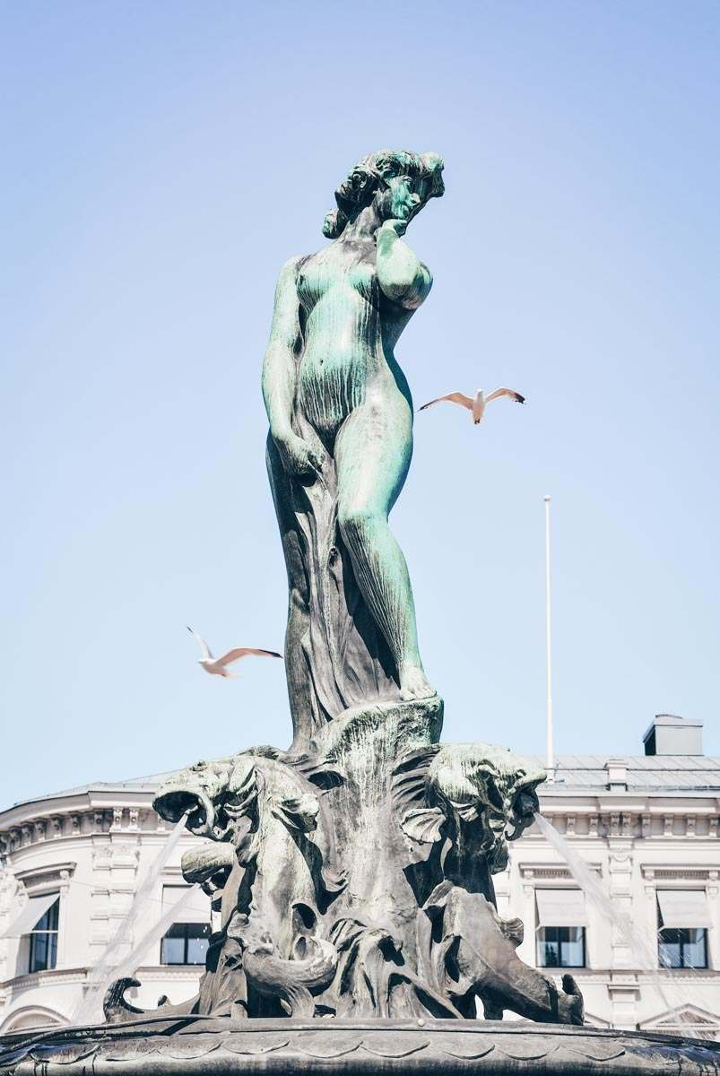 Havis Amanda Helsinki: Statue of a nude mermaid with four fish spouting water at her feet and four sea lions.