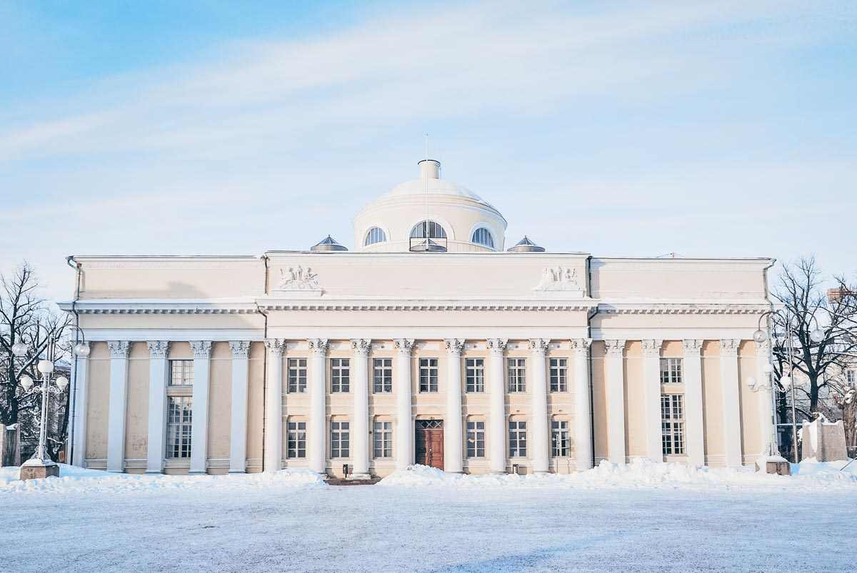 Must-see Helsinki: The yellow-colored building of the National Library of Finland in winter