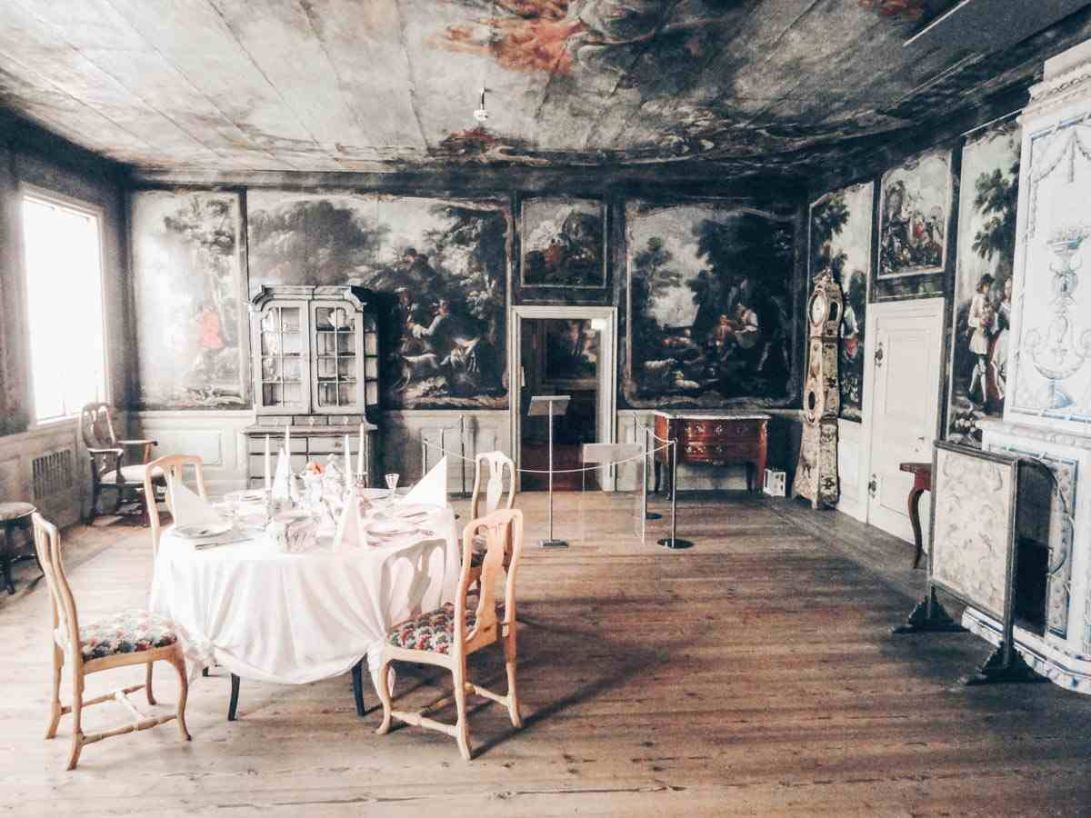 Helsinki Attractions: Antique furniture and paintings at the National Museum of Finland