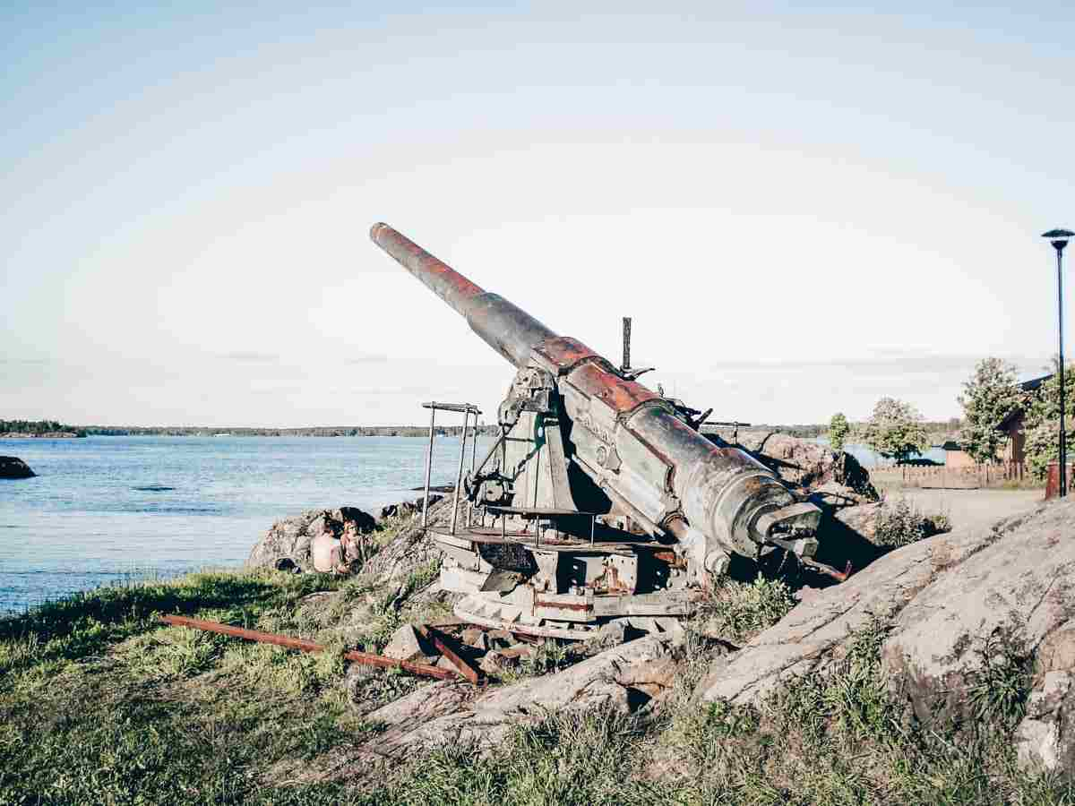 Things to do in Helsinki: A gun-howitzer at Suomenlinna Fortress