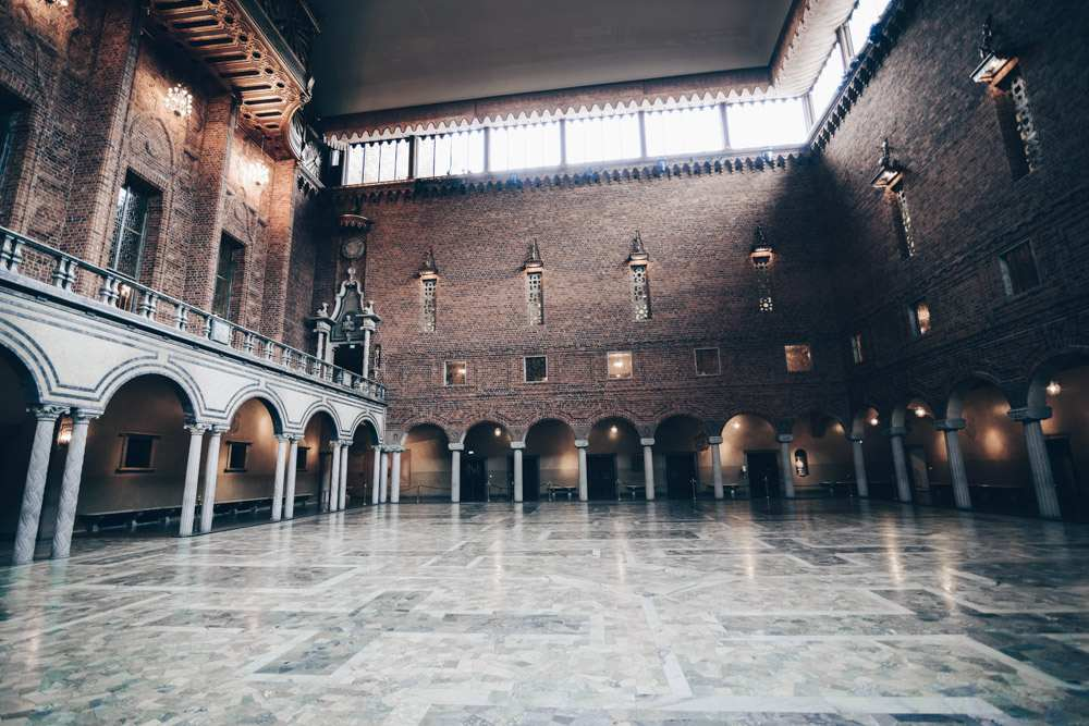 Stockholm City Hall: The Blue Hall, venue of the Nobel Prize banquet. PC: Jorge Láscar from Melbourne, Australia [CC BY 2.0 (https://creativecommons.org/licenses/by/2.0)], via Wikimedia Commons