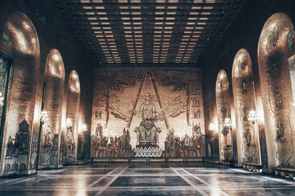 Stockholm City Hall: Byzantine-style wall mosaics of the gilded Golden Hall.