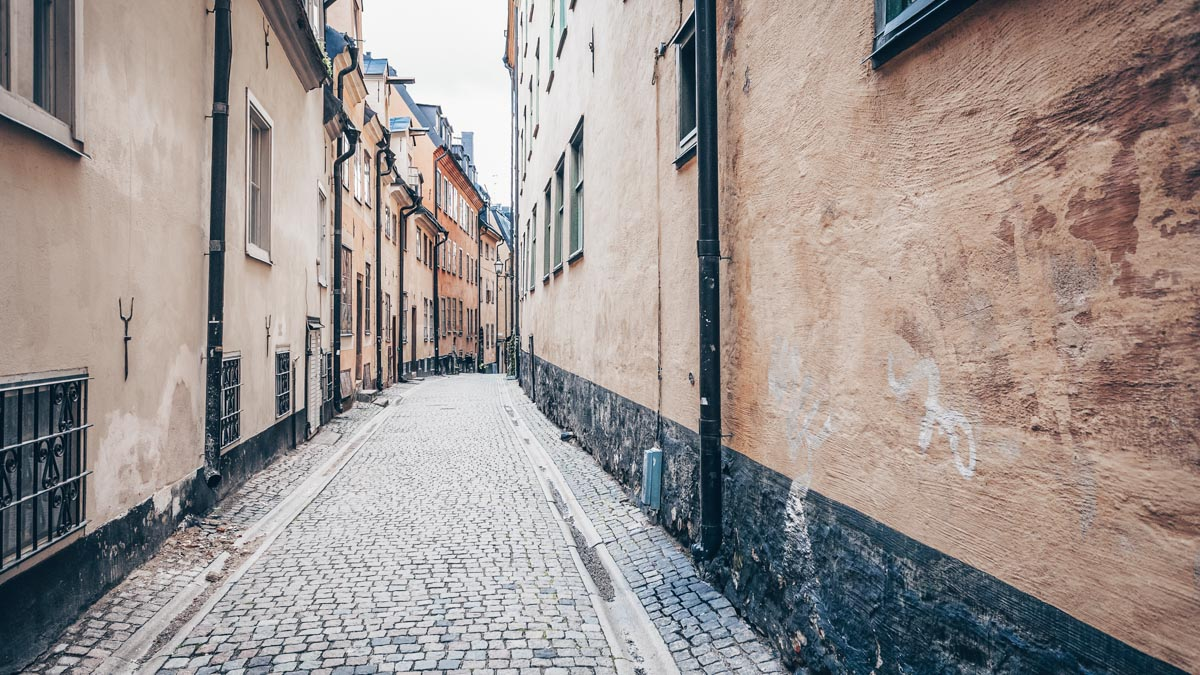 Stockholm Old Town (Gamla Stan): Pastel-colored houses on the cobbled street Prästgatan