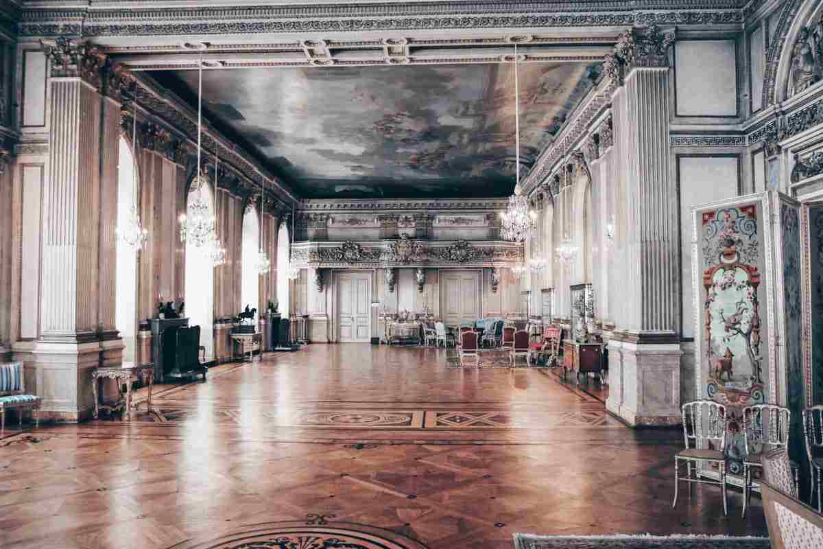 Stockholm Royal Palace: The sumptuous interior of the 'White Sea' room. PC: Øyvind Holmstad [CC BY-SA 3.0 (https://creativecommons.org/licenses/by-sa/3.0)], via Wikimedia Commons