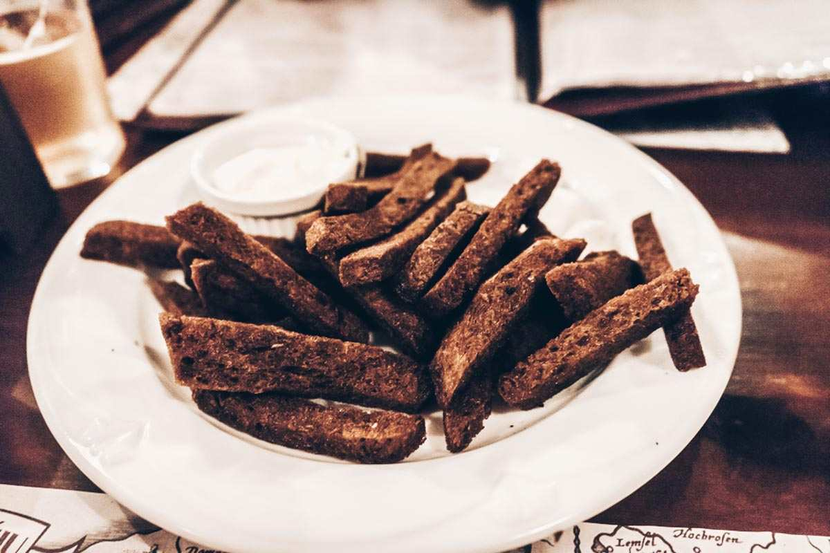 Things to eat in Vilnius: Deep-fried Lithuanian rye bread garnished with garlic and salt-