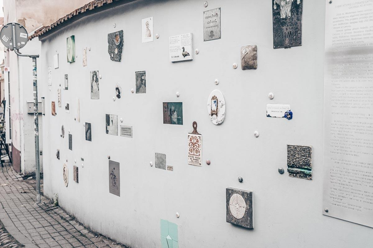 Literatai Street Vilnius: Paintings and sculptures on a wall